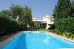 Spacious villa with pool in tranquil setting near Guia and Albufeira close to all amenities